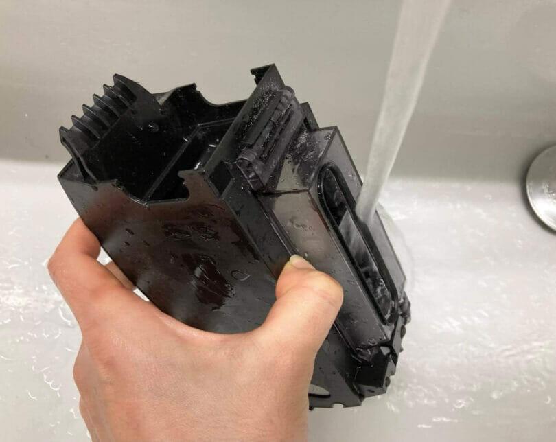 i7+のダストボックスは水洗いが可能