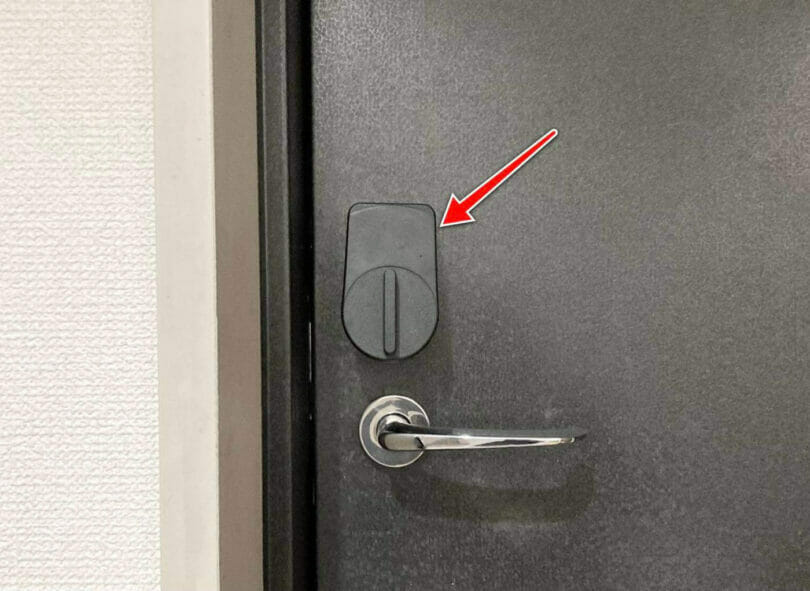 スマートロックを取り付けたドア