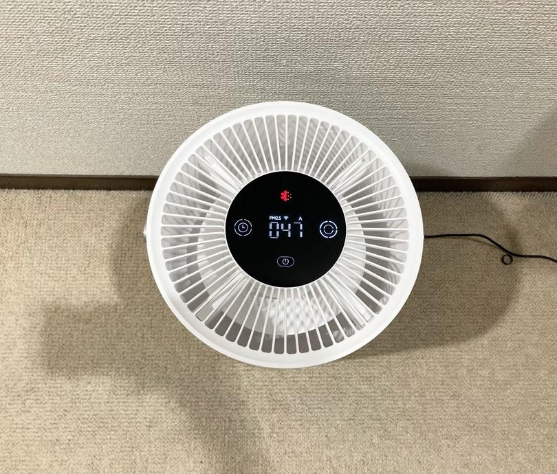 空気清浄機のPM2.5が047で汚れている