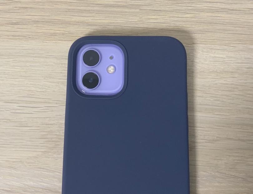 カメラ部分がくり抜かれているiPhoneケース