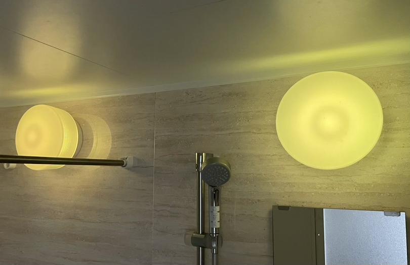 風呂場の照明を黄色にしてみた