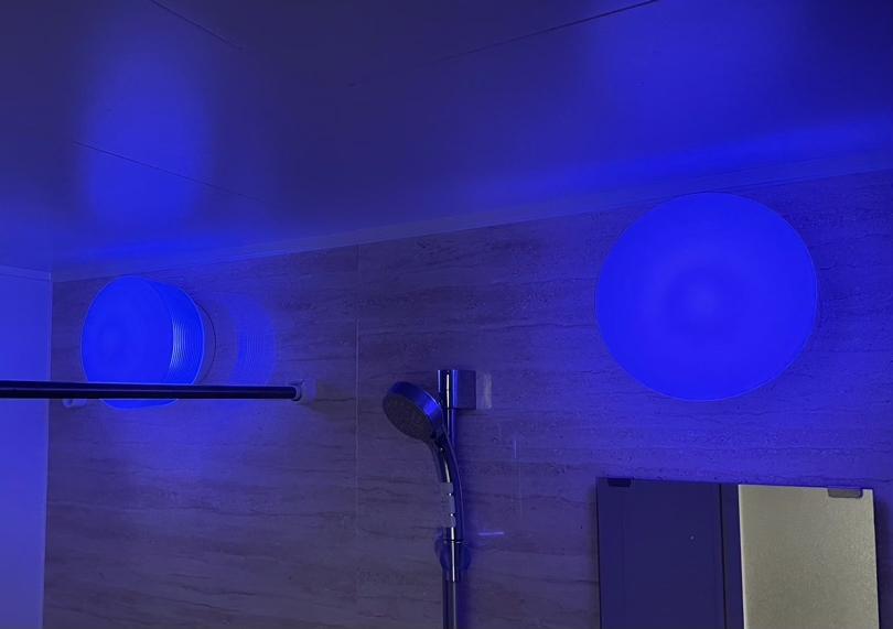 風呂場の照明を青色にしてみた