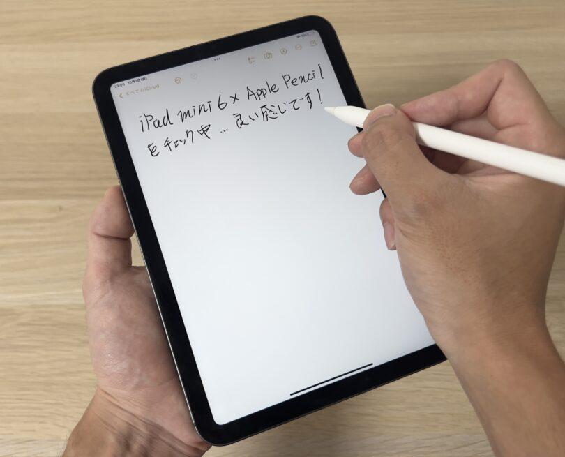 iPad mini 6を片手で手にとってメモをしてみる